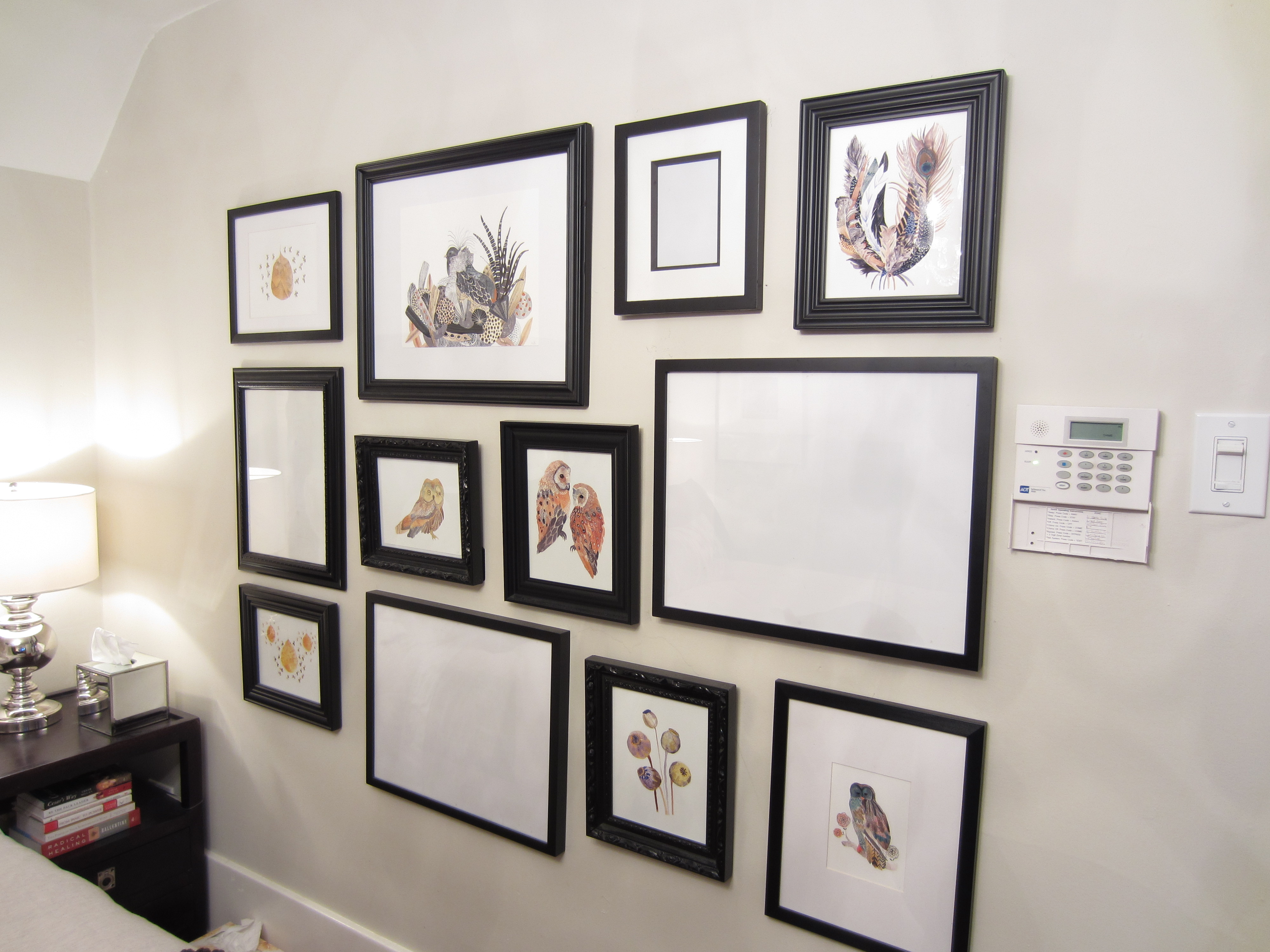 Gallery walls how i do them incessant decorator for Bedroom gallery wall